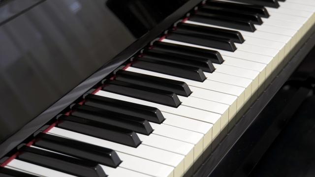 ヨルシカ「春ひさぎ」のジャズピアノっぽいところを解析